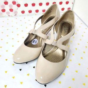 Life Stride Pump heels Blush color size 8.5